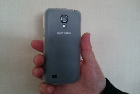 Samsug S4 mini en main