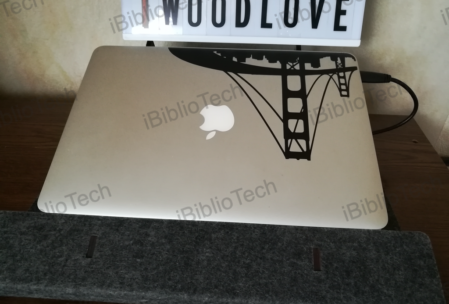 Mon MacBook Air au repos sur son pupitre Iwoodlove